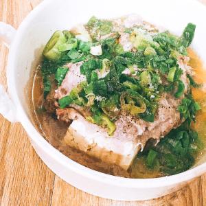 【料理研究家リュウジさん考案】「ネギ塩豚豆腐」がレンチン3分なのに美味しすぎる♥