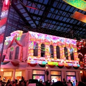 【東京ディズニーランド】クリスマスのワールドバザールは、印象的な演出が盛りだくさん