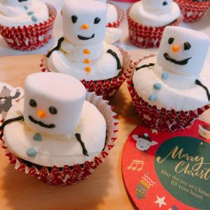 【カルディ】不器用な私でも「スノーマンカップケーキキット」が作れるのか!?実際に試してみた
