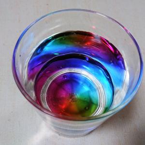 【ニトリ】の「レインボータンブラー」が素敵すぎ♥水を入れると虹色に見えるんです!