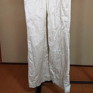【洗濯の裏ワザ】干し方を変えるだけ!アイロンも何も使わずにズボンのシワがなくなる方法とは?