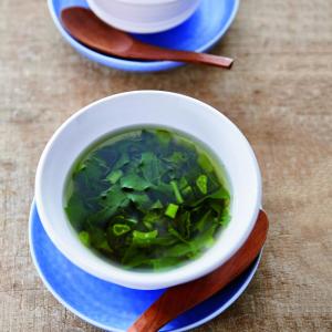 粘りが元気になる「つるむらさき」レシピ!とろろスープで疲労回復に【MOMOEの夏野菜料理vol.7】