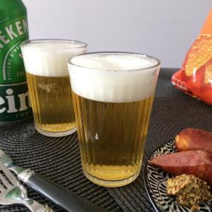 【料理の裏ワザ】缶ビールの泡をサーバーから注ぎたてみたいな「きめ細か」にする方法