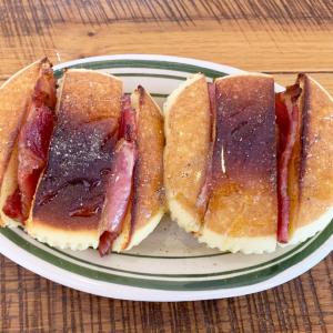 【セブン】「北海道チーズ蒸しケーキ」にベーコンをちょい足し!はちみつ&胡椒の味付けで美味しすぎる件