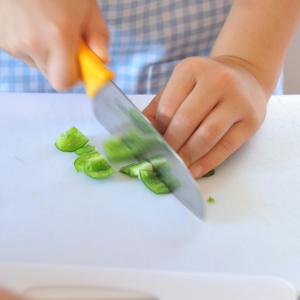 頭のいい子に育てたいなら…料理のお手伝いで手先を使わせよう!【キッズ食育トレーナーに学ぶvol.2】