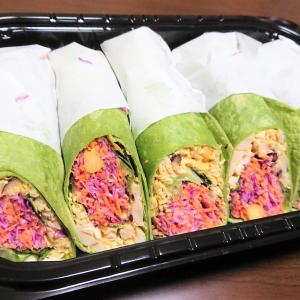 【コストコ】ほんのりカレー風味の「インディアンチキンラップ」は野菜たっぷりで食べ応え満点!