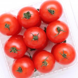 【料理の裏ワザ】大量のミニトマトを一瞬で真っ二つ!にする驚きのカット法【動画付き】