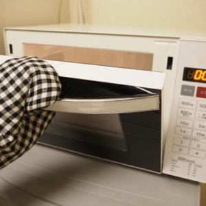 【料理の裏ワザ】電子レンジで温めるものを「真ん中に置く」のは間違い!?正しいのは…