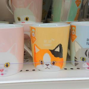 【ダイソー】猫&犬柄の「ノーズマグカップ」がかわいすぎ♡じつは底面にある仕掛けが…!?