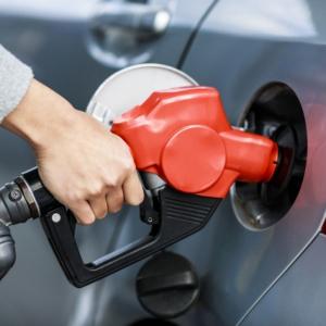 ガソリンスタンドで「あれっ、給油口は左右どっちだっけ?」にもう慌てない!ココを見れば一目瞭然!