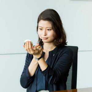 【コスメデコルテの新作リップ】潤うのにマットな質感が新鮮!忙しい女性たちの「職場で使える!」
