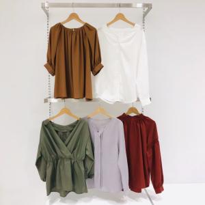 【GU 秋の新作】着やせが叶う「万能ブラウス」を発見!背の低い女性がほっそり見えする着こなしも披露