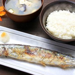 【料理の裏ワザ】秋刀魚の骨を瞬殺でキレイに取る方法を試してみた…衝撃の結果に!