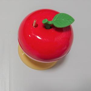 【ワッツ】リンゴ型の「つまようじケース」がかわいい♡葉っぱを押すとポンとようじが飛び出してくる♪