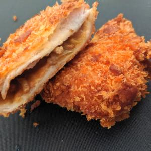 【余ったカレーのアレンジ】たった10分で絶品「カレーパン」が完成!手軽に食パンでサックサク!