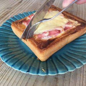 【雪印メグミルク公式レシピ】具材を乗せて5分焼くだけ!「カルボナーラトースト」がめちゃめちゃ美味しい