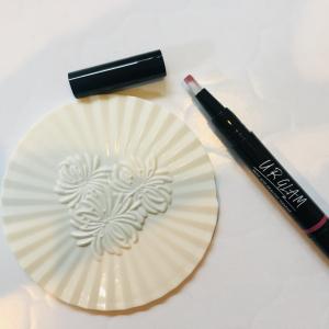 【ダイソーコスメ】「UR GLAM」のリキッドルージュペンが使える!ツヤ感たっぷりで唇ぷっくり!
