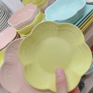 【セリア】でル・クルーゼのフラワープレートにそっくりな食器を発見♡これは買うしかない!!