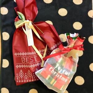 【ダイソー】手軽にクリスマスプレゼントのラッピングができるグッズを発見!おうちパーティで使えそう♪