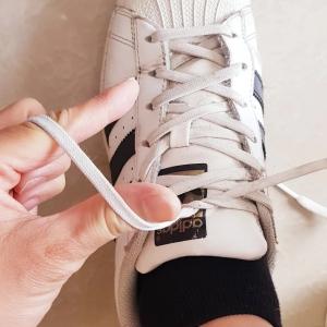"""【お出かけ時の裏ワザ】スニーカーの靴ひもを""""一瞬で結ぶ""""方法!しかも解けにくい!アスリートも採用"""