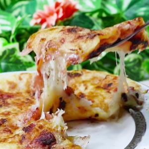【余ったお餅でリメイク】おつまみに!ネギとチーズの最強タッグでトロ~リ「お焼き風」にしてみた!
