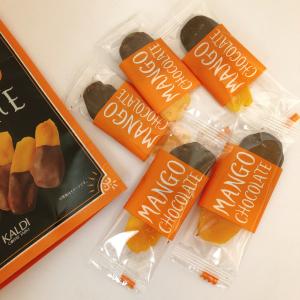 【カルディ】人気のドライマンゴーにチョコをかけちゃった!?「マンゴーチョコレート」が美味しすぎる♡