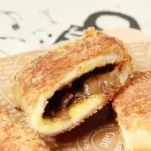 【昨夜のカレーをアレンジ】食パンを使って華麗な「カリカリカレーパン」を作ろっ!【動画付き】