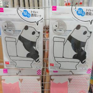【ダイソー】パンダ柄がかわいすぎ♡貼るだけでOKの「トイレの消臭シート」が超使える♪