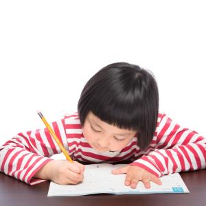 小学生に人気シリーズの本「学校では教えてくれない大切なこと」!学習にも役立つおすすめ3選
