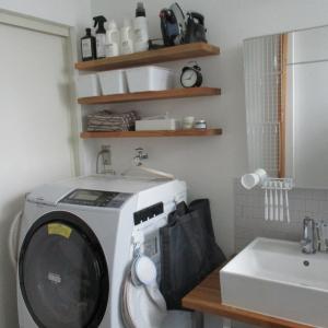 湿度が気になる季節|カビ・ぬめりは吊るす収納で予防する「洗面所・バスルーム・玄関編」
