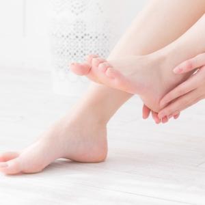 汗をかいた足は雑菌の温床に!8割以上の女性が悩む足のニオイ、どんな対策が必要?