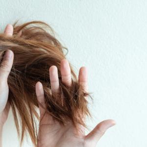 髪のUVケアしていますか?絡まりやすくなったら要注意!夏の髪ダメージの応急措置を知っておこう