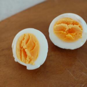 【料理の裏ワザ】電子レンジでゆで卵が作れる!?答えはYES!爆発させずに加熱する方法
