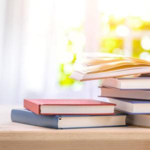 大人の恋愛小説3選|不倫、三角関係、夫の死後出会う恋愛……現実で味わえない恋愛は小説で楽しむ