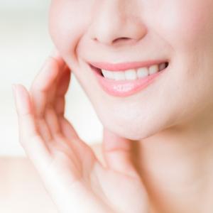 【歯科医監修】40代になると歯がずれてくる?大人の矯正治療のメリットとデメリットとは?