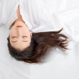 寝てもぐっすり眠れないのは更年期のせい?今すぐできる、ぐっすり眠るための2つの方法