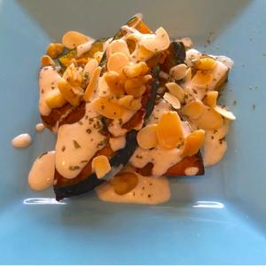 """【かぼちゃの煮物に飽きたら】かぼちゃ""""焼いてのせるだけ""""の簡単レシピ"""