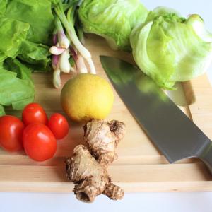 野菜や果物の皮むきって本当に面倒……一工夫でツルンとむける、簡単に皮むきできる裏ワザ6選