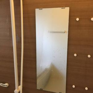鏡の水垢やカビが気になる…手強い汚れをラクにキレイにする浴室カンタン掃除術3選