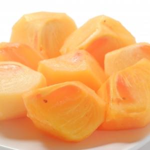 【知ってると便利な柿のむき方】種があって切りにくいときに。種がカンタンに取れる切り方を伝授