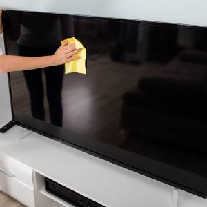埃や手垢がすぐ溜まるリビング。◯◯を使えば細かい部分の埃もすぐ取れる!埃を予防する方法も紹介