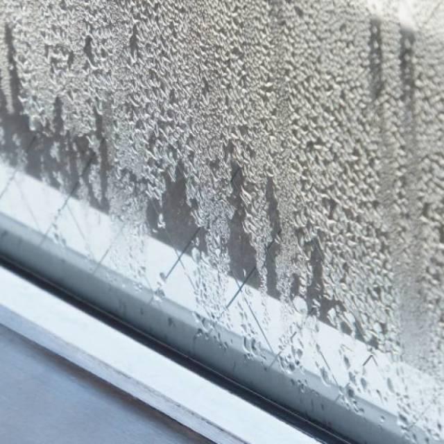 窓ガラスサッシ