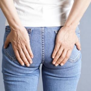 おしりの硬さが原因?腰痛&垂れ尻に効果的な筋膜リリースヨガ