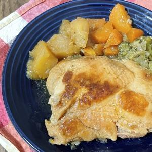 クリスマスも炊飯器で簡単!材料を入れてスイッチオンするだけの「野菜たっぷりローストチキン」