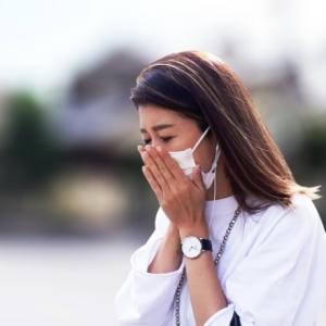【コロナ禍における花粉症対策】くしゃみが気まず過ぎる!医師がおすすめする市販薬とは?
