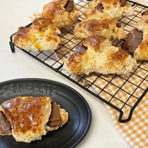 【豆腐&ホットケーキミックスで作るクロワッサン】外はサクッ、中はしっとり、チョコがとろ〜!