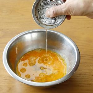 「ツナ缶汁」を卵に投入すると【魅惑のたまご焼き】が完成する!?