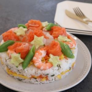 ひな祭りは子どもが喜ぶ、華やかなで豪華な「ちらし寿司ケーキ」に決まり!型を使えば簡単!