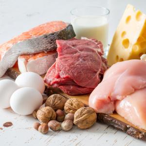 """「あなたが痩せないのは""""食べていないから""""?」40代以降のダイエットに必須の【たんぱく質】あなたの必要量は何グラム?"""