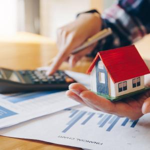 「私立中学は毎月約12万!?広い家に引っ越したいけど今後のお金が心配…」家計管理アドバイザーが指摘する「検討すべきポイント」